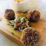 Beetroot balls, american potatoes, vegan tartarsouce